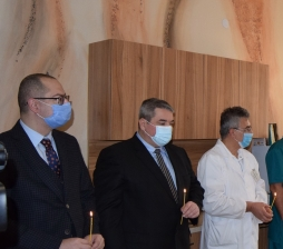 Инж. Добромир Добрев и Димитър Николов уважиха за празника лекарите и акушерките от горнооряховското АГ отделение